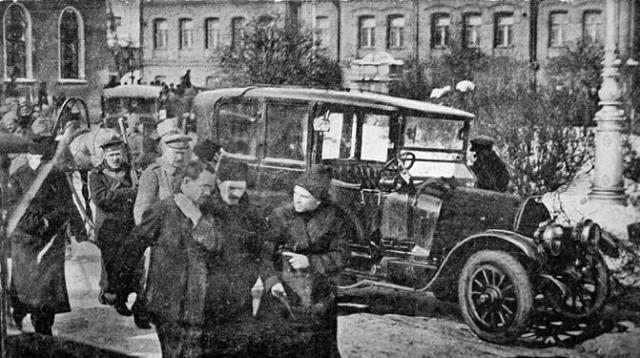 Столкновения в Петрограде закончились 18 июля, и путч, с соотношением сил, примерно, один к ста пятидесяти, был разгромлен.