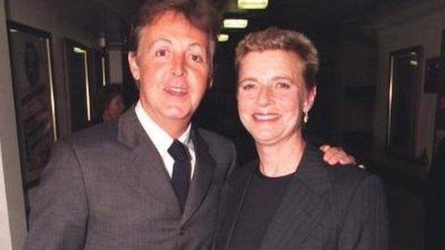 Линда Маккартни (56 лет). В декабре 1995 жена Пола Маккартни перенесла операцию по удалению злокачественной опухоли груди. Казалось, рак отступил, но, увы, ненадолго.
