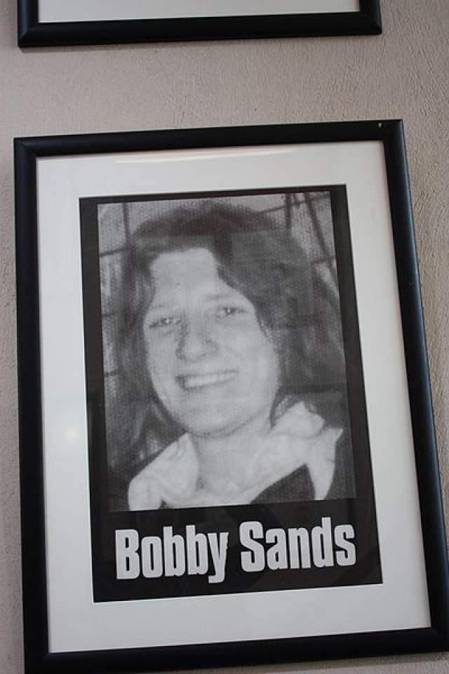 Именно на отметке в 58 кг реальный Бобби Сэндс сделал последнюю запись в своем дневнике, умерев после 66 дней без пищи.