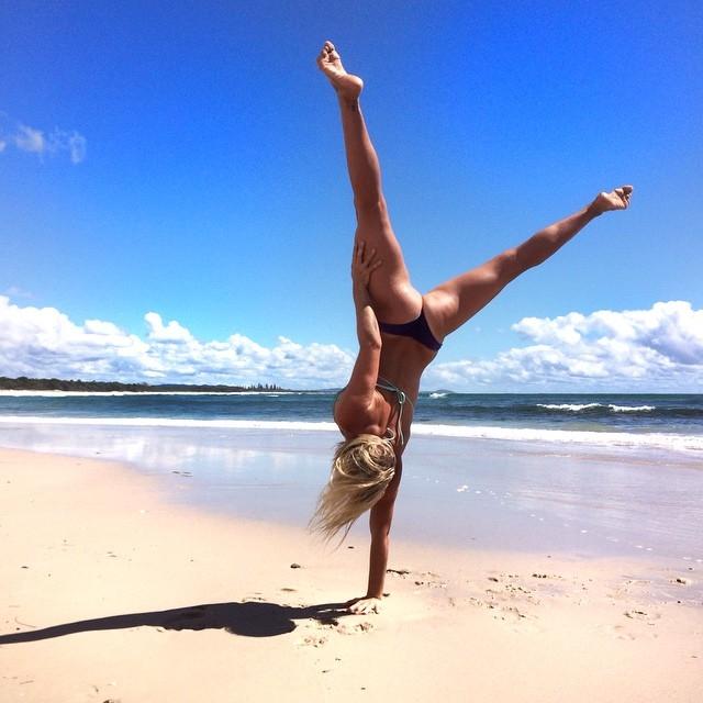 Несмотря на это, она является лицом главных спортивных брендов Австралии Lorna Jane и Rebel Sport.