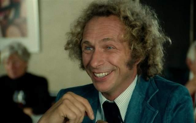 """Пьер Ришар, 84 года, Франция. Получивший популярность после фильмов """"Высокий блондин в черном ботинке"""" (1972) и """"Невезучие"""" (1981) актер был очень влюбчивым юношей, а когда слава пришла к нему, женщины сами начали за ним бегать толпами."""