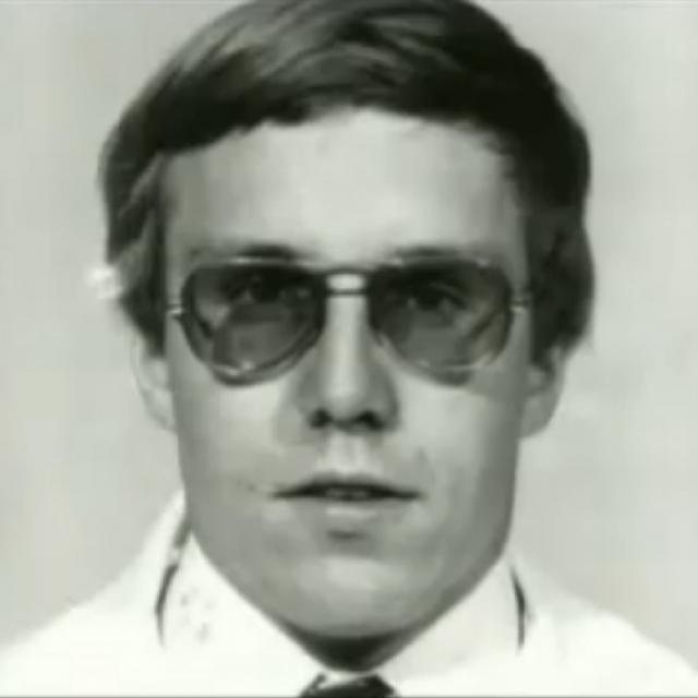 Майкл Сванго. Американский врач вызвал подозрения еще будучи в 1983 году интерном: его пациенты начали постепенно умирать после того, как он заходил к ним в палату.
