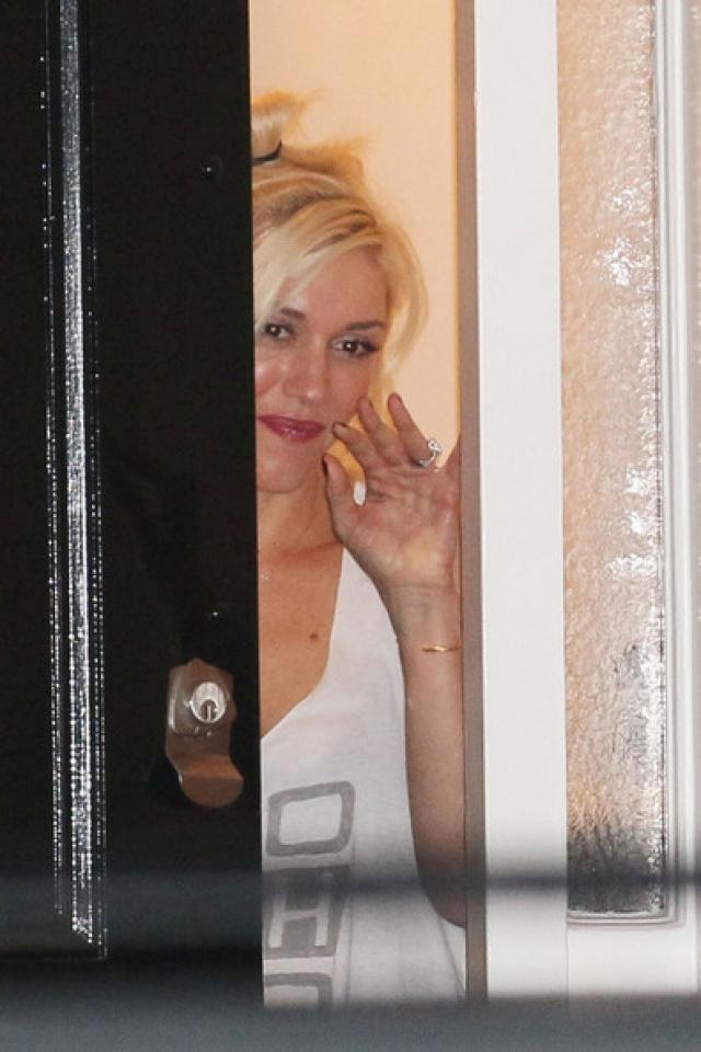 Одна из немногих девушек, с которыми общается актриса, - певица Гвен Стефани.