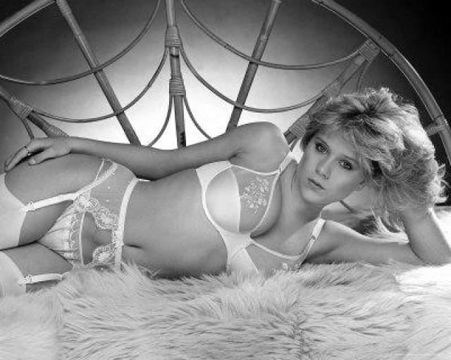 В феврале 2003 года в прессе появилось долгожданное признание британской модели и певицы Саманты Фокус, слухи о принадлежности которой к сексуальным меньшинствам начали ходить еще в начале 90-х годов.