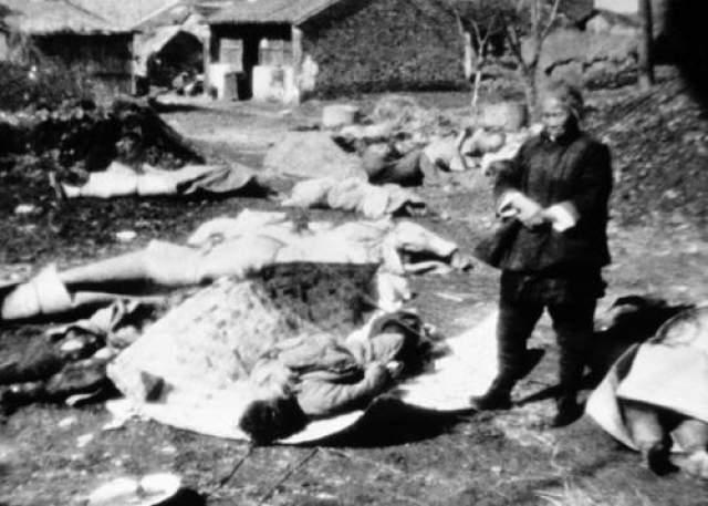 Так что же с ними произошло? Через два дня после исчезновения дивизии орды японцев прорвались через мост и вторглись в город. Штурм закончился массовой резней и уничтожением Нанкина - бойней, не сравнимой ни с какой другой в кровавой истории азиатских войн, и на таком фоне потеря трех тысяч защитников моста была забыта.