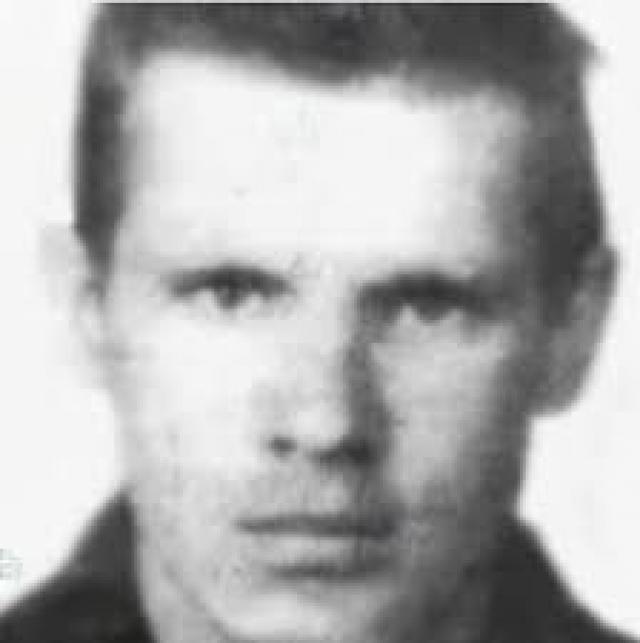 """Анатолий Уткин - """"Ульяновский маньяк"""". В 1968 году машину водителя остановила 14-летняя девочка, спешащая в больницу к маме. Уткин изнасиловал и убил бедняжку, прихватив """"на память"""" несколько личных вещей."""