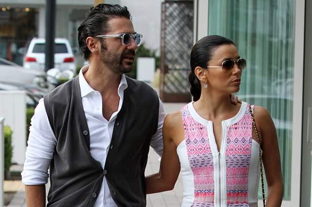1,5 года назад Лонгория вышла замуж за одного из самых богатых мужчин Мексики, Хосе Бастона, и взяла его фамилию.