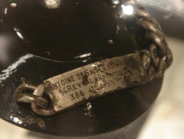 """Только в 1998 году в море близ Марселя один рыбак обнаружил браслет. На нем было несколько надписей: """"Antoine"""", """"Consuelo"""" (так звали жену летчика) и """"c/o Reynal & Hitchcock, 386, 4th Ave. NYC USA""""."""