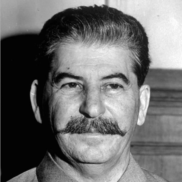 Иосиф Сталин. Еще один известный на весь мир усач, правда его усы вряд ли у кого-то вызовут улыбку, в отличие от предыдущего героя.