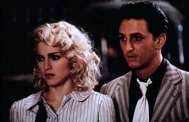 """Мадонна и Шон Пенн У Луизы Чикконе (Мадонны) в паспорте в графе """"дата рождения"""" написано """"16 августа"""", У Шона - """"17 августа"""". А в графе """"семейное положение"""" у обоих стоит штамп с одним и тем же днем """"16 августа 1985 года"""". Это не просто совпадение - это дата их свадьбы. Кстати, именно с этого дня между влюбленными начали возникать разногласия."""