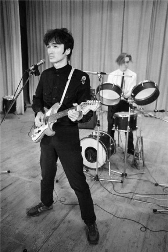 """После выписки он написал песню """"Транквилизатор"""". А весной группа выступила на втором фестивале Ленинградского рок-клуба. Там """"Кино"""" получило лауреатское звание, а композиция """"Я объявляю свой дом безъядерной зоной"""" стала лучшей."""