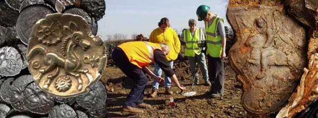 Старинный клад на ферме. В 1990-х у одного британского фермера потерялся в поле молоток, и тот пошел его искать. А чтобы было проще, он позвал друга с металлоискателем.