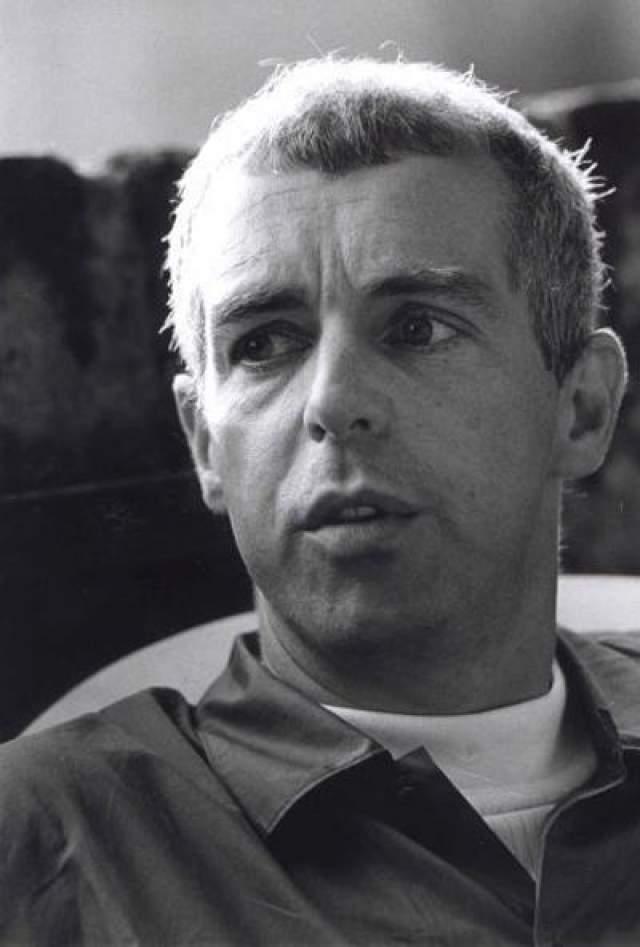 """В 1994 году Нил Теннант, солист британского дуэта Pet Shop Boys, в своем интервью британскому гей-журналу """"Attitude"""", говоря о вкладе группы в гей-культуру, неожиданно заявил, что я - гей."""