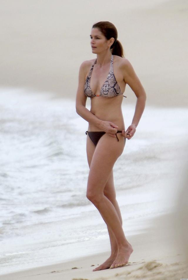 Модель также заявила, что особого секрета в поддержании фигуры у нее нет: регулярные занятия спортом плюс здоровое питание.