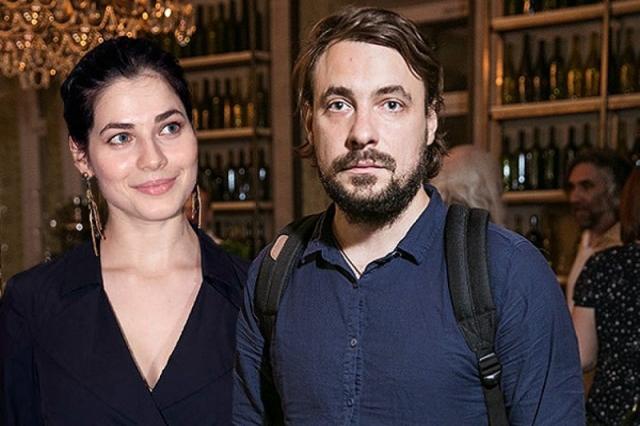 Цыганов же закрутил роман с актрисой Юлией Снигирь. В марте 2016 года у них уже родился совместный ребенок.