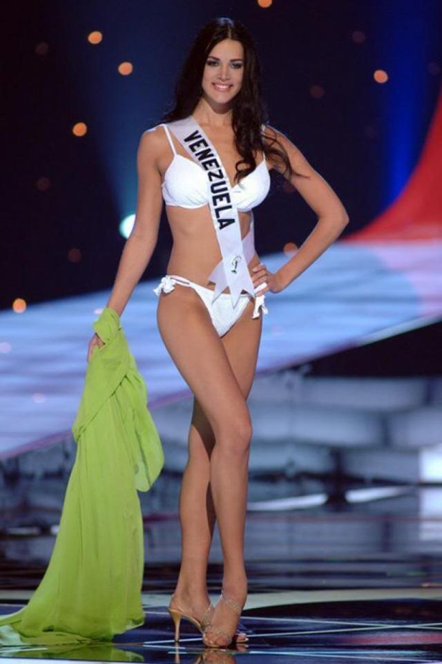 """Моника Спир (20 лет). Мисс-Венесуэла 2004 представляла страну на конкурсе красоты """"Мисс Вселенная""""."""