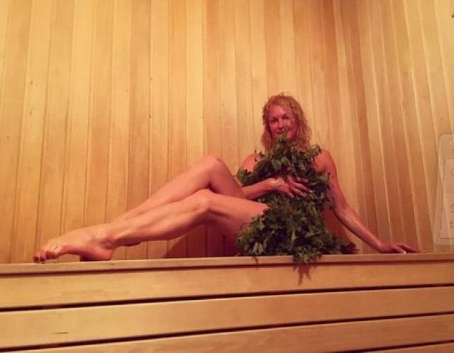 Еще балерина большой любитель бани, о чем непременно сообщает на страницах своего Инстаграма. Вот так она отдохнула после концерта в городе Кувандык.