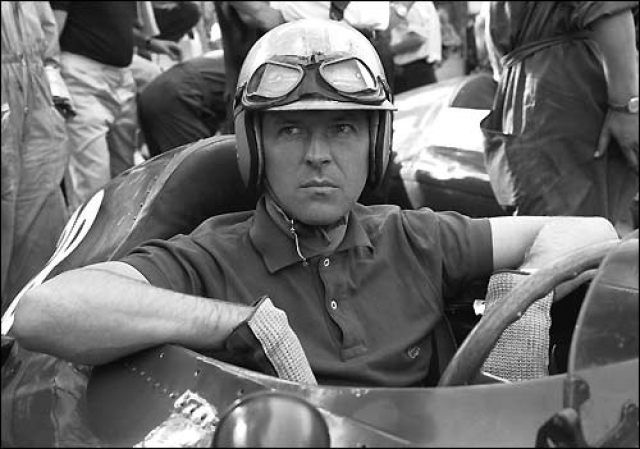 Вольфганг фон Трипс. Вольфгант был третьим гонщиком, погибшим на Формуле-1. Несчастный случай произошел во время Гран-при Италии 1961 года и считается самой массовой аварией в истории этих автогонок.