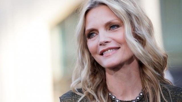 Мишель Пфайффер. Актриса прекрасно выглядит в свои 59.