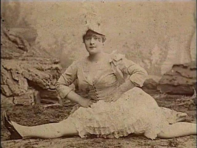 """Знаменитая исполнительница канкана Луиза Вебер по прозвищу Ля Гулю (что в переводе с французского означает """"обжора"""")."""