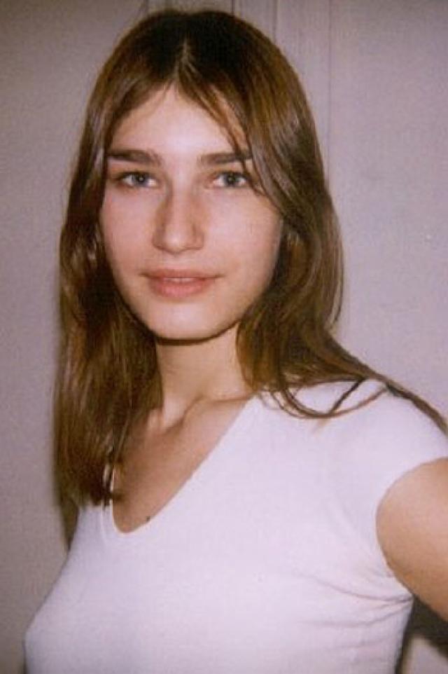 Евгения Володина. Девочка родилась в Казани и не собиралась становиться моделью, планируя поступать в вуз. Но вместо Казанского государственного энергетического университета Евгения отправилась в Париж.