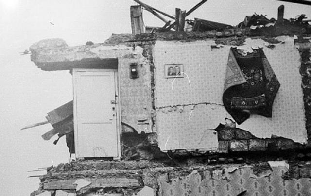 Позже ученые сделают вывод, что энергия, которая высвободилась в районе разрыва земной коры во время землетрясения в Армении, была равна взрыву 10 атомных бомб, сброшенных на Хирасиму американцами в 1945 году.