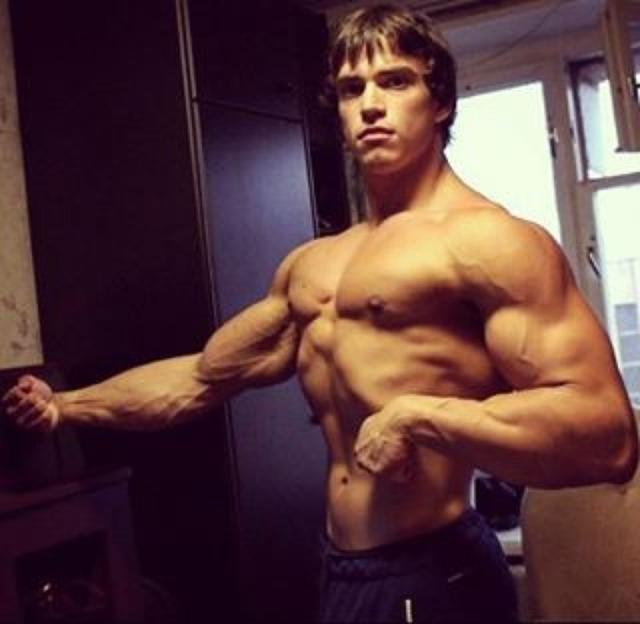 Юный двойник Арнольда Шварценеггера живет в Москве и вскоре вполне сможет повторить успех голливудского кумира.