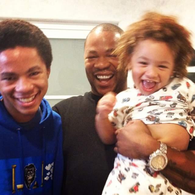 Xzibit - сын Хавьер Кингстон Джойнер, 1 день. Один из двоих сыновей рэпера умер спустя совсем короткое после рождения время. У родившегося в 2008 году малыша оказались слишком слабые легкие. Если бы он выжил, он бы выглядел, как его брат Тремейн (на фото справа).