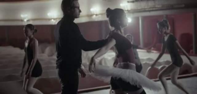 ... то в окружении балерин...