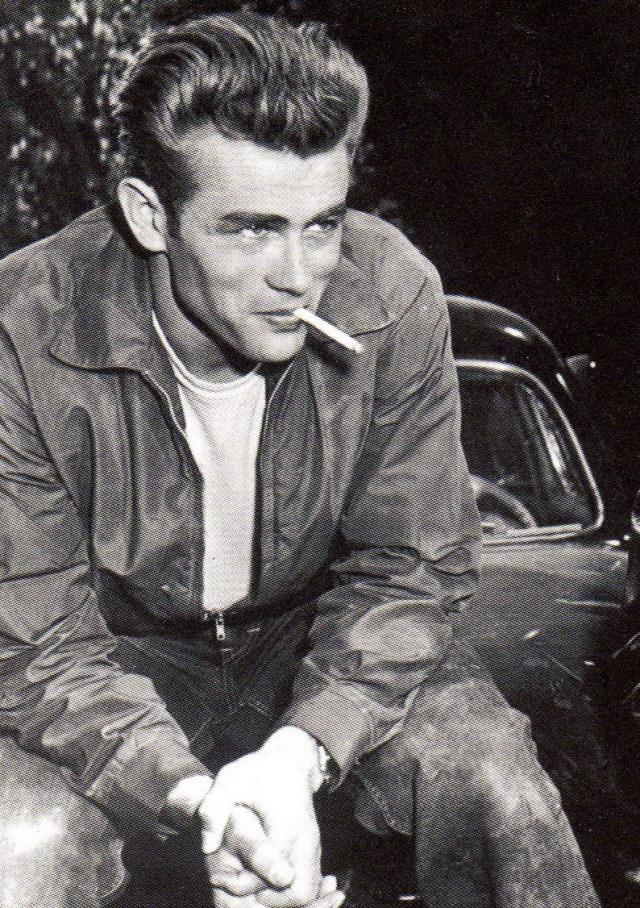 """Джеймс Дин. С фильма """"К востоку от рая"""" начался стремительный взлет карьеры актера, который сразу же завоевал миллионы сердец молоденьких девушек."""