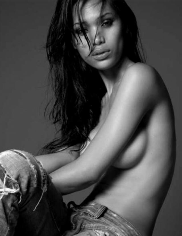 Этой девушке удалось проработать аж 12 лет моделью купальников, прежде чем, в 2014 году, стало известно, что она трансгендер. Также она является основателем Gender Proud — организации, защищающей права всех трансгендеров в мире.