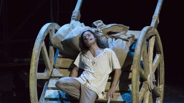"""Спектакль шел на сцене театра """"Ленкома"""" 17 сезонов и был показан 1050 раз."""
