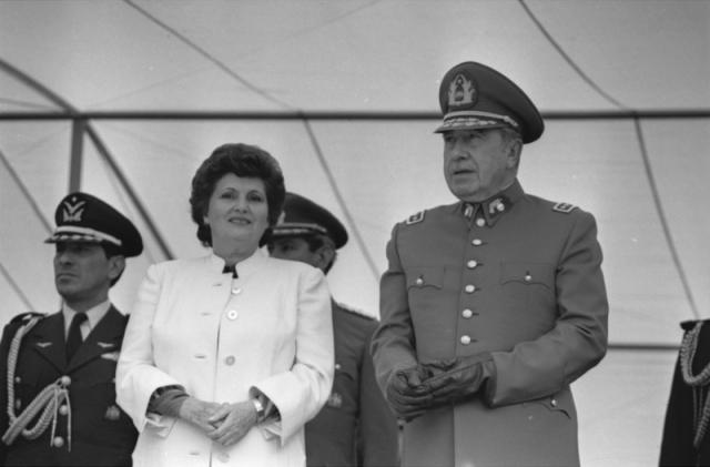 Люсия Ириарт Пиночет. Аугусто Пиночет женился на 20-летней Люсии Ириарт Родригес в 1948 году. О ней известно немного, однако Люсия Ириарт фигурировала в громком деле о хищении госсобственности и присвоении 27 миллионов долларов в 2007 году.