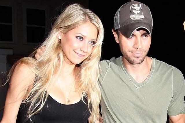 В 2001 году девушка встретилась со знаменитым испанским певцом Энрике Иглесиасом. С тех пор биография Анны тесно связана с этим красавцем-мужчиной.
