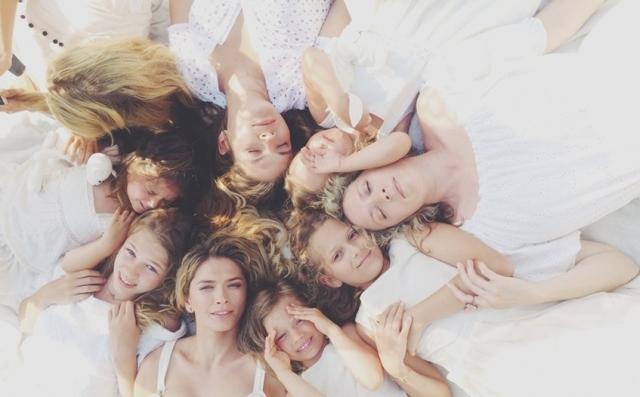 Семья до сих пор играет большую роль в жизни Брежневой. Летний отпуск она старается проводить вместе с сестрами, мамой и детьми.