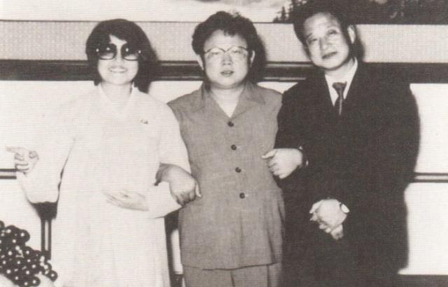 Они подчинились, тайно записывали свои разговоры с Ким Чен Иром, а потом попросили убежища в посольстве США в Вене.