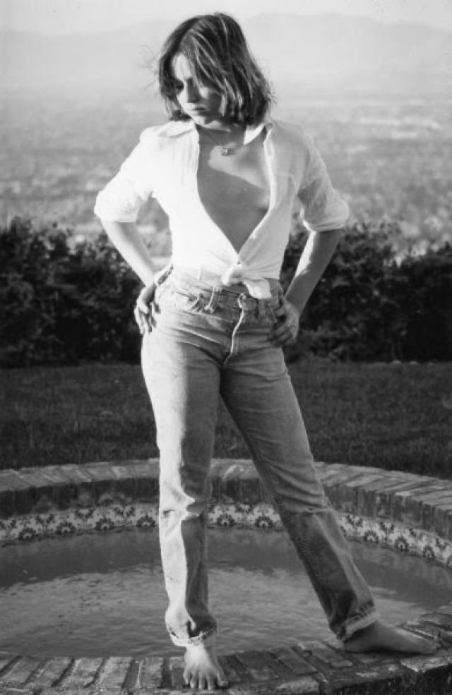 """""""Но я же хочу быть Мэрилин Монро. Как бы она поступила? Она была бы в джакузи прекрасной и свободной, в пузырьках воздуха"""", - вспомнит позднее свои мысли Саманта."""