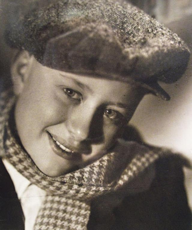 Из-за нее и не состоялся его дебют в кино в 1952 году, когда он был выбран для съемок в массовке. Мальчику предстояло сыграть нищего и надеть рваную дерюгу. Однако Андрюша не рискнул надеть ее на голое тело и пододел тенниску. Когда режиссер увидел это, мальчика тут же подхватили под локти и вынесли с площадки.
