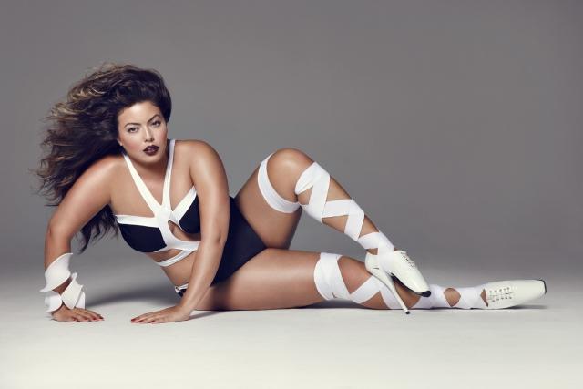С тех пор девушка работает в модельной индустрии, рекламируя модную дизайнерскую одежду и красивое нижнее белье для полных дам.