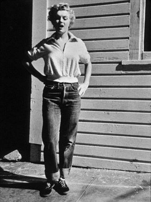 В 1950-х годах в США молодых людей в джинсах легко могли выгнать с уроков, не пустить в театр или ресторан.