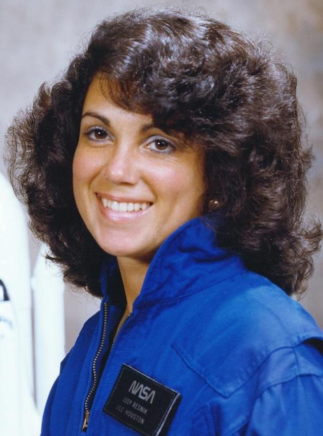 Научный специалист - 36-летняя Джудит А. Резник . Инженер и астронавт NASA. Провела в космосе 6 дней 00 часов 56 минут. Для нее это был второй полет в космос.