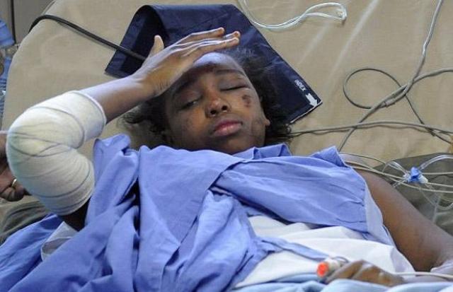 Среди пассажиров была 13-летняя Бахия Бакари , летевшая с матерью из Франции на Коморские острова в гости к бабушке и дедушке. Самолет рухнул в Индийский океан в территориальных водах Комор всего за несколько минут до посадки.