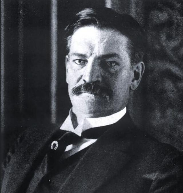 """Полковник Арчибальд Грейси IV - американский писатель и историк-любитель, который остался в живых после крушения """"Титаника"""". Вернувшись в Нью-Йорк, Грейси сразу начал писать книгу о своём плавании."""