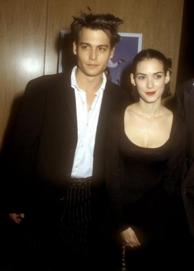 """Джонни Депп и Вайнона Райдер. Они познакомились в Нью-Йорке на премьере фильма """"Большие огненные шары"""". Это была любовь с первого взгляда, скажет Депп позже."""