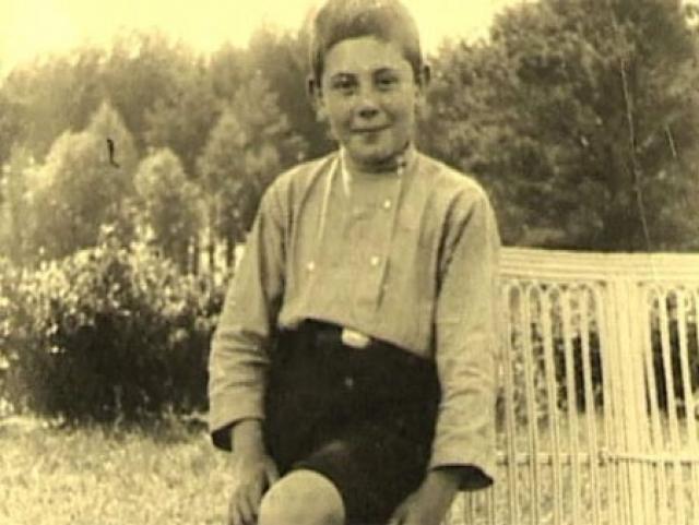 Василий Сталин. Василий Сталин родился 21 марта 1920 года в Москве, в семье Иосифа Сталина и его второй жены - Надежды Аллилуевой.