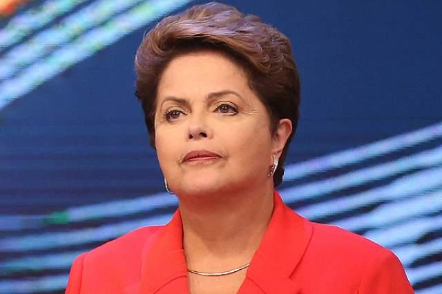 Дилма Русеф Ушедшая в 2016 году в отставку после процедуры импичмента первая женщина-президент Бразилии Дилма Русеф о своей болезни - раке лимфатической системы - узнала в 2009 году. К счастью для нее, врачи поставили диагноз на ранней стадии, поэтому Русеф при помощи курса химиотерапии удалось победить недуг.