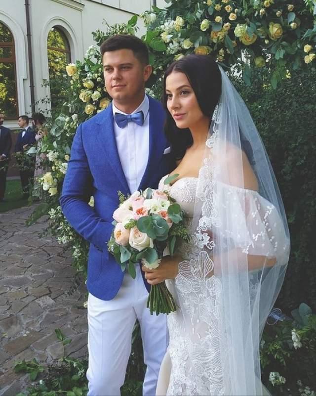 2 сентября 2018 года подошел к концу срок контракта певицы с группой, и она начала сольную карьеру, которую будет продюсировать её супруг Кирилл Снитков.