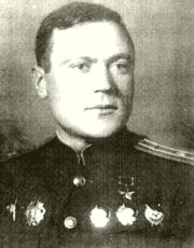 Сергей Щиров за годы войны сбил 21 вражеский самолет и удостоился звания Героя Советского союза, а позже был осужден на 25 лет за то, что угрожал Берии за свою жену.