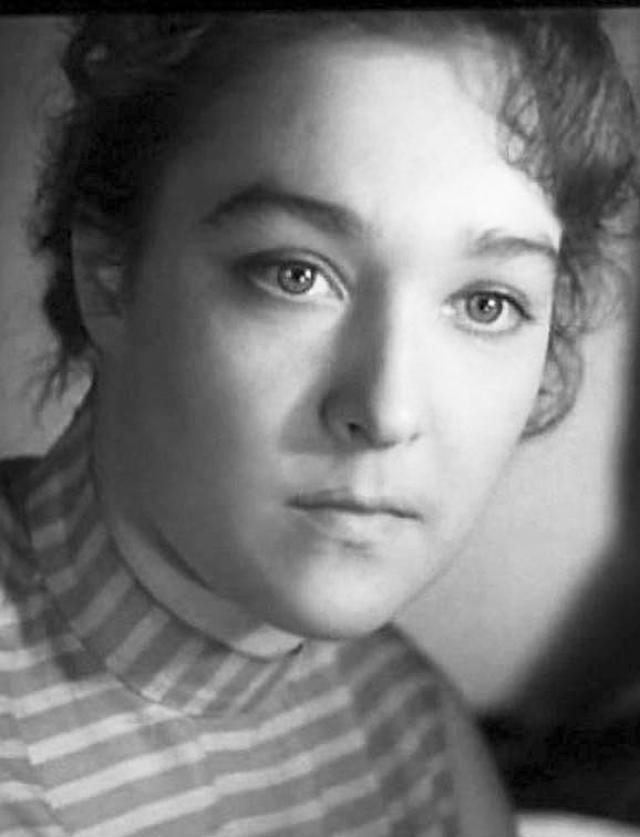 """Александра Завьялова. Наибольшую известность актрисе принесла картина """"Тени исчезают в полдень"""" 1971 года, после которой она проснулась настоящей звездой."""