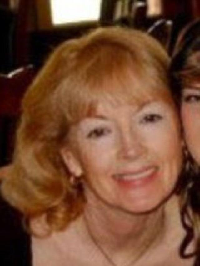Губка в животе. В 2007 году 56-летняя Кэрол Кричфилд прошла стандартную гистерэктомию мочевого пузыря в госпитале Сими-Вэлли в Калифорнии. Через три дня после операции, женщина вернулась в больницу с жалобами на сильную боль в животе.